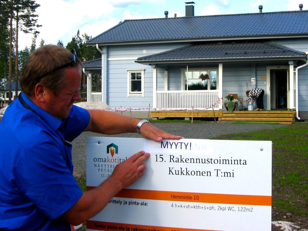 Kymmenien miljoonien eurojen investoinnit omakotitalonäyttelyiden avulla Petäjävedellä ja Kangasniemellä